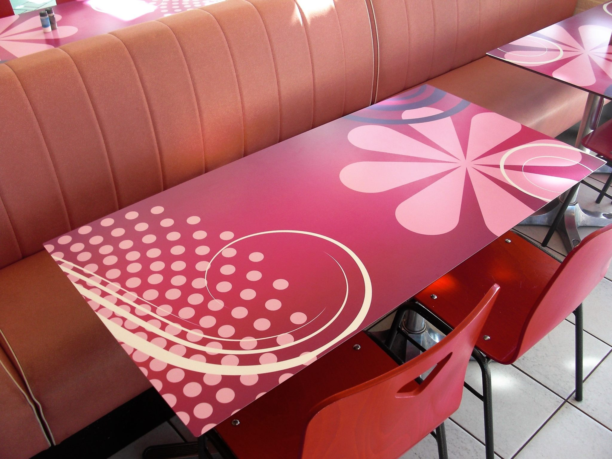 Table HPL compact restaurant Futuroscope