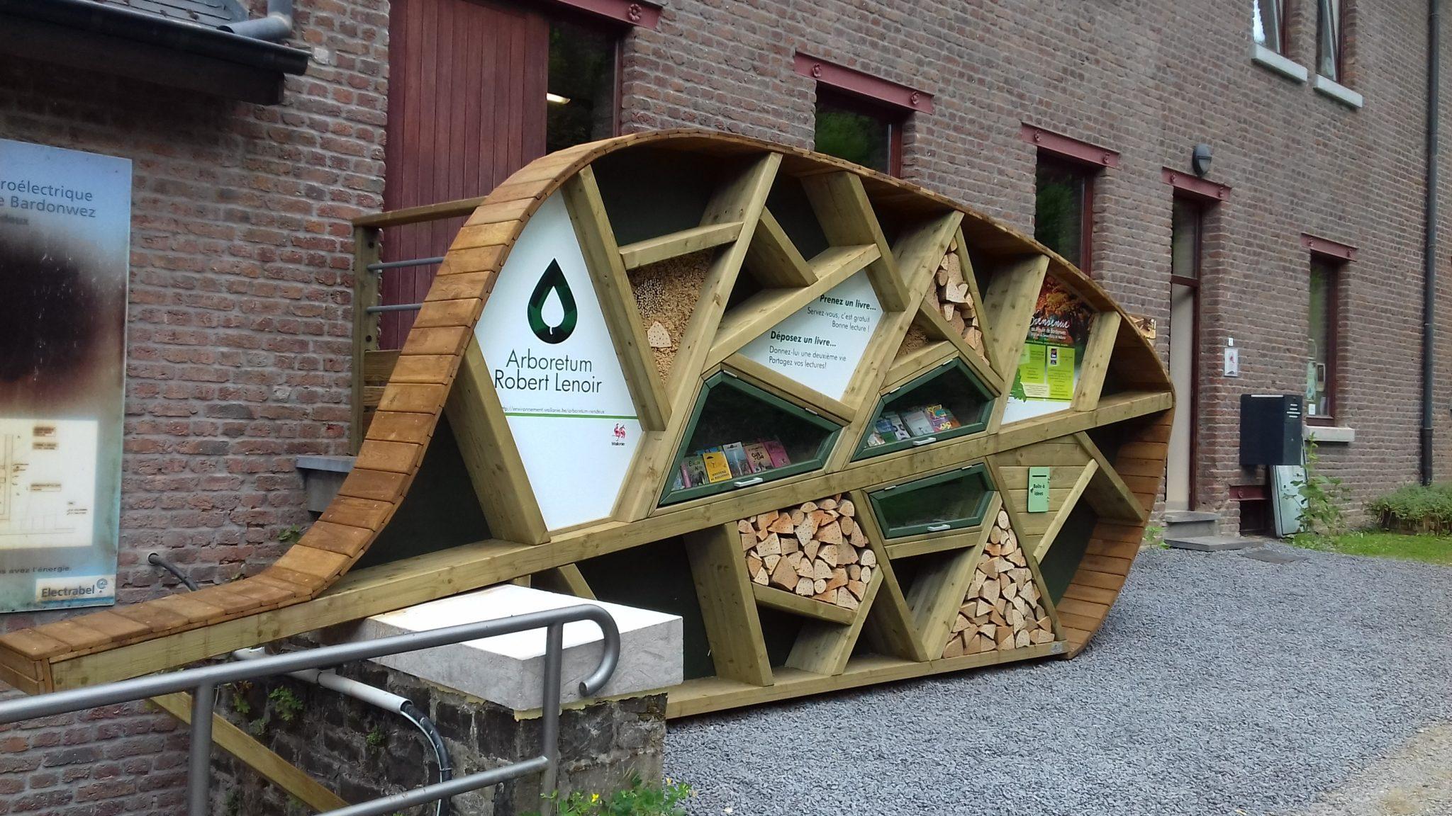 Mobilier urbain hpl et bois